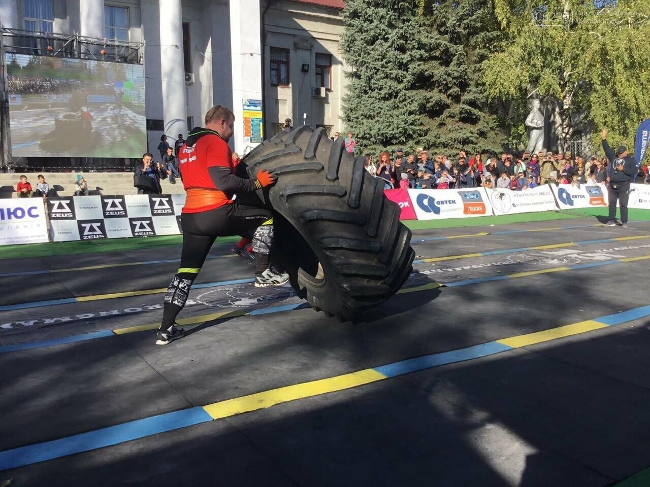 В Покровске на площади Шибанкова проходят соревнования лучших стронгменов страны, фото-16