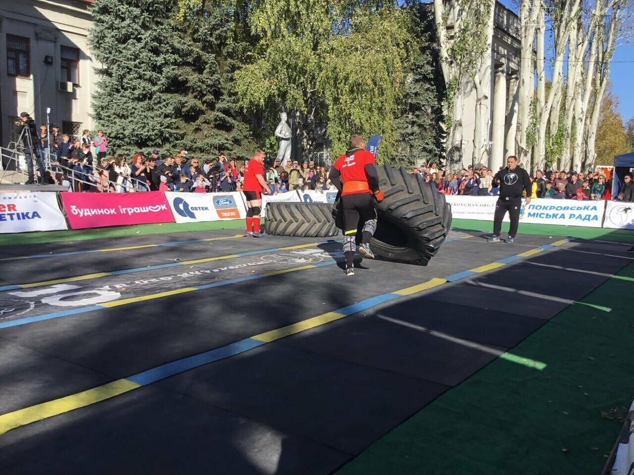 В Покровске на площади Шибанкова проходят соревнования лучших стронгменов страны, фото-22