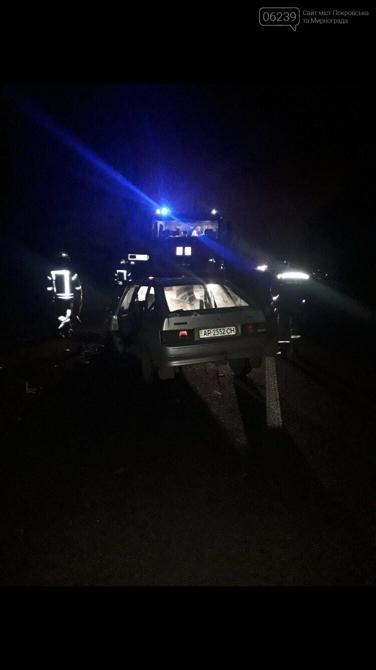 ДТП на въезде в Покровск: на месте работают скорая, полиция и спасатели, фото-2