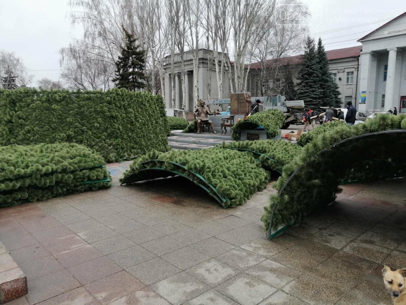 В Покровске начался монтаж главной елки города, фото-2