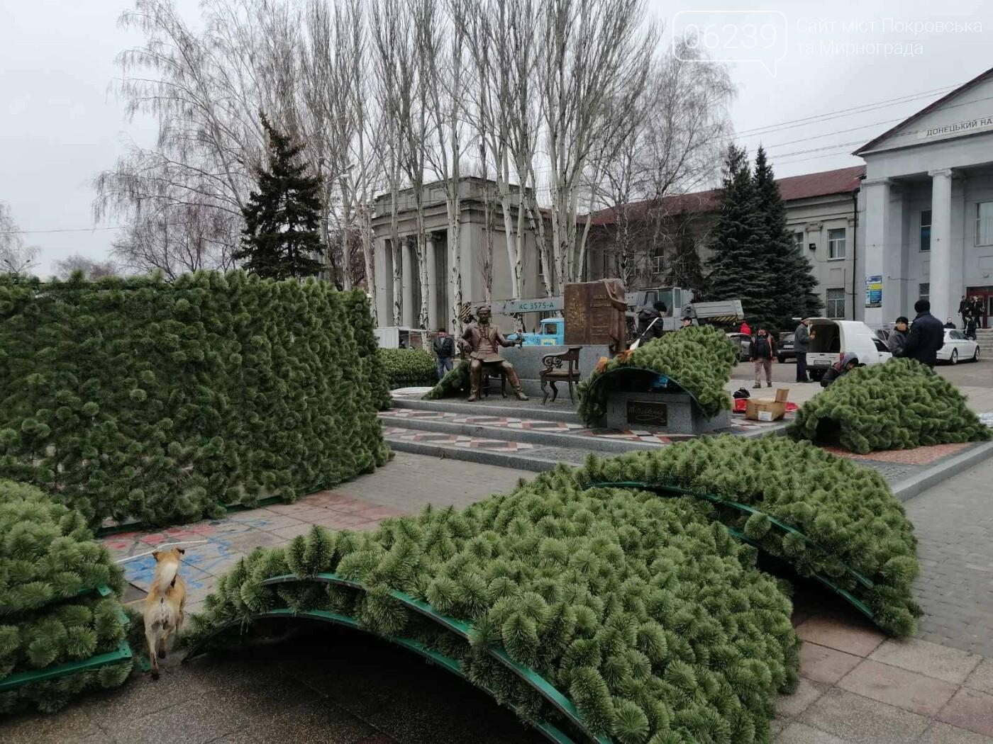 В Покровске начался монтаж главной елки города, фото-6