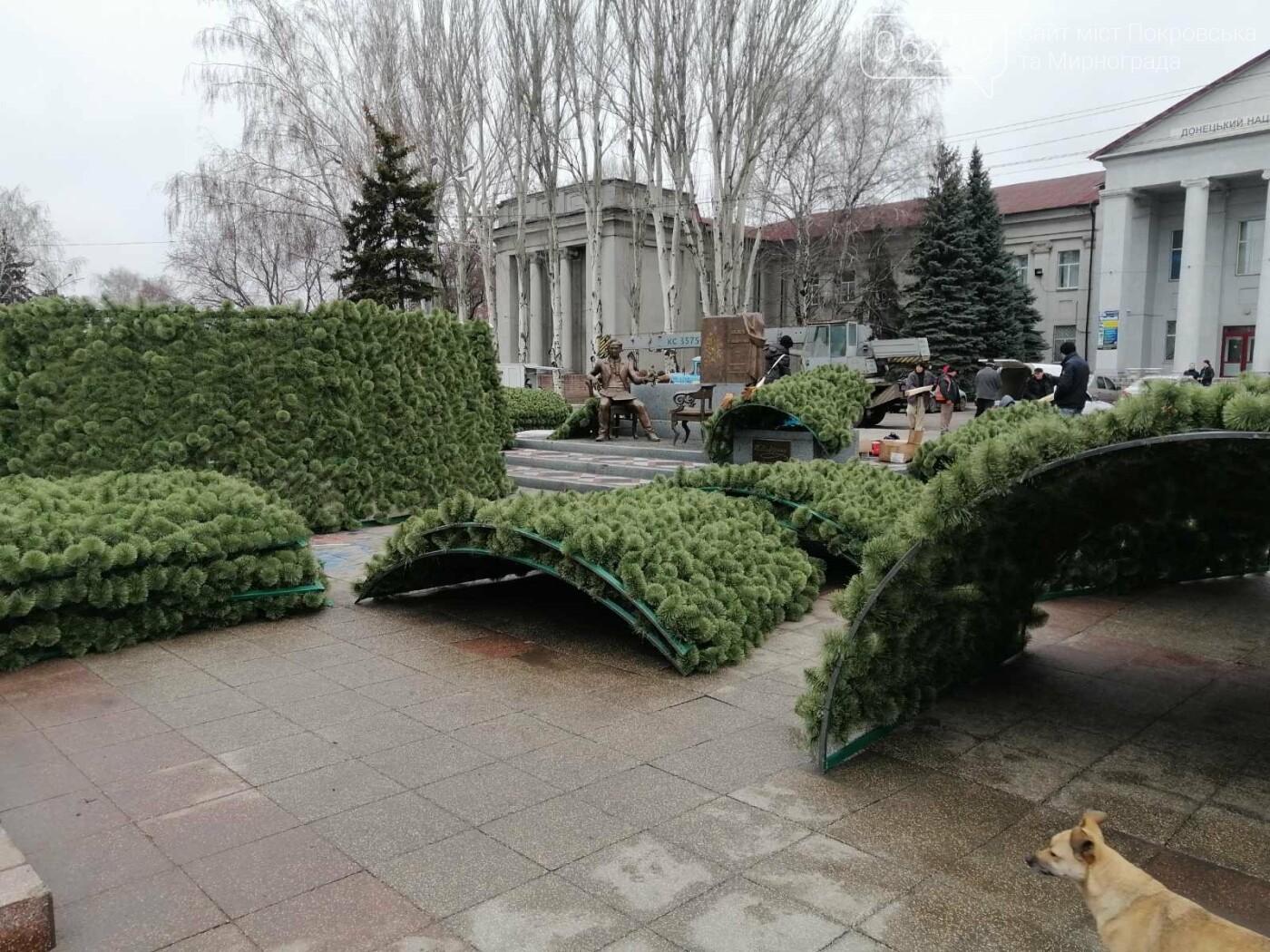 В Покровске начался монтаж главной елки города, фото-7
