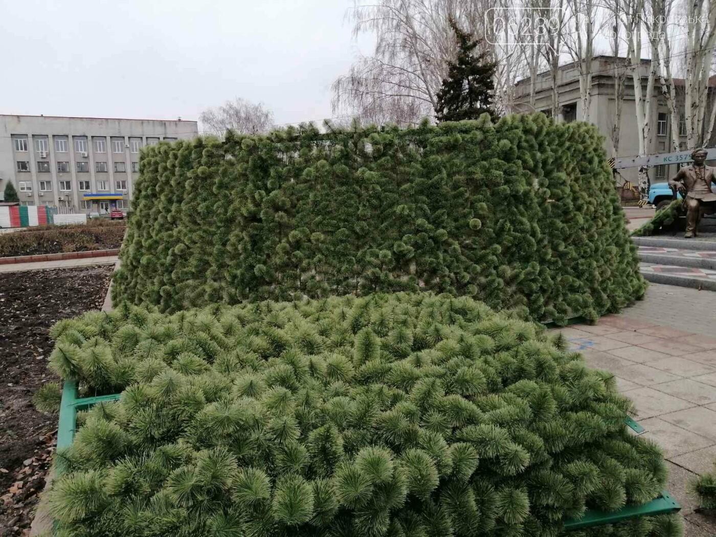 В Покровске начался монтаж главной елки города, фото-8