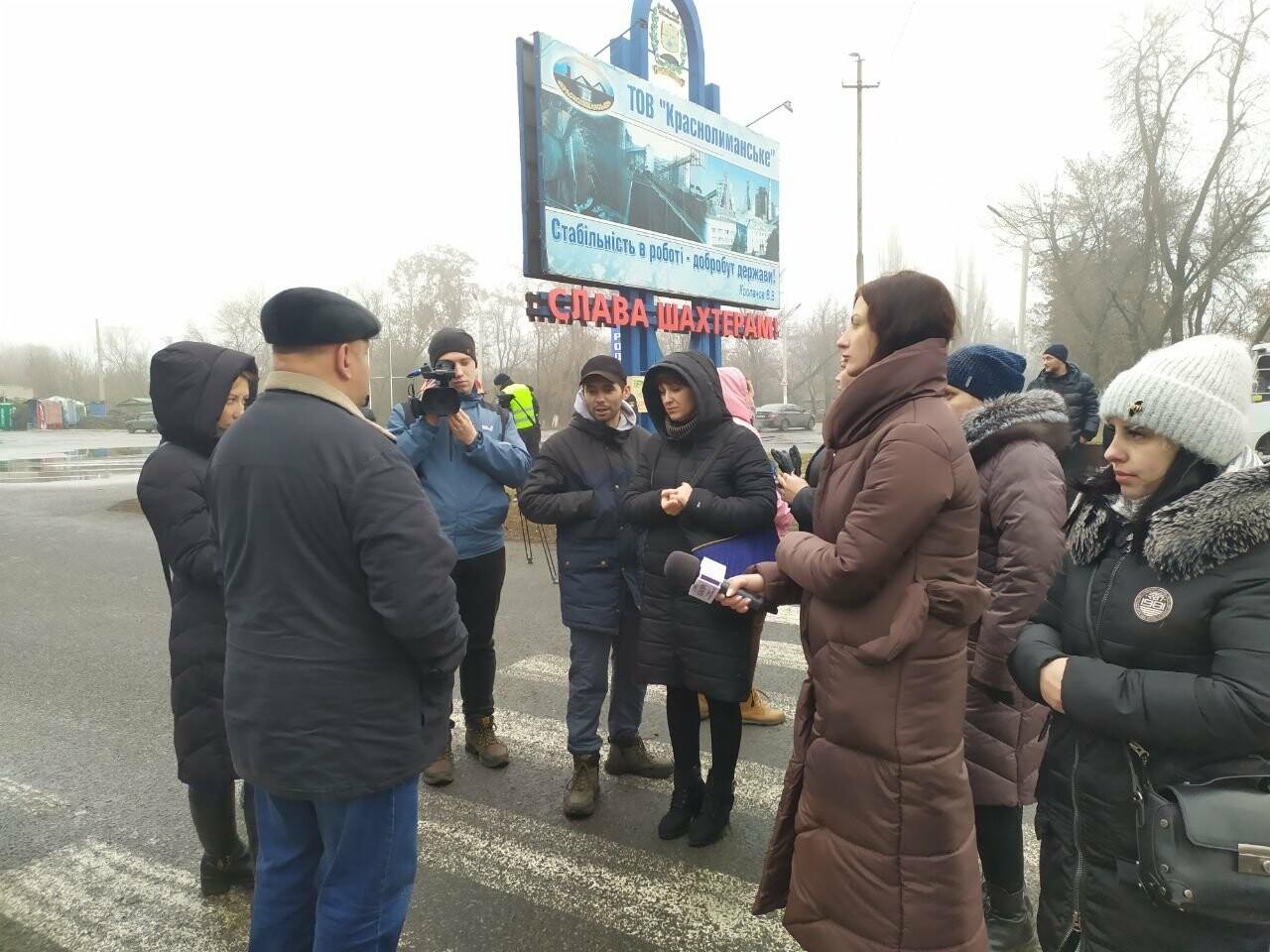 В Родинском жены шахтеров и горняки вновь вышли на акцию протеста, фото-4