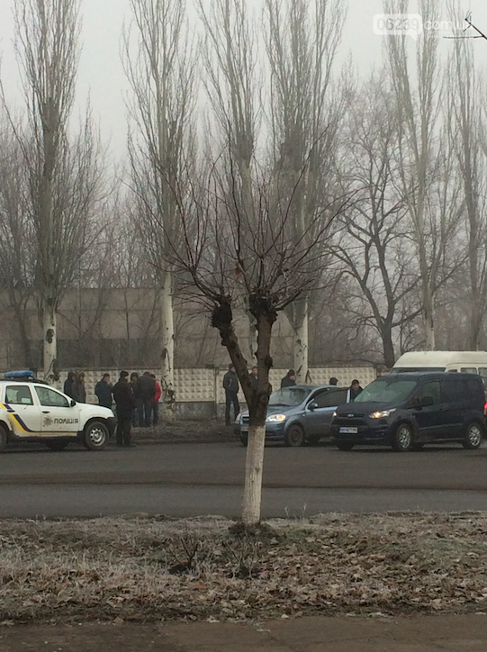 Утреннее ДТП в Мирнограде: столкнулись легковушка и микроавтобус, обошлось без жертв , фото-1