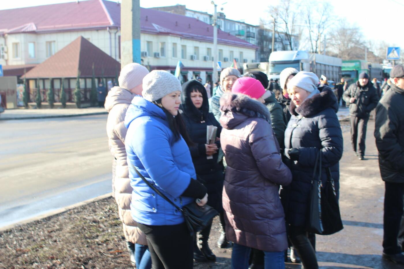 В Мирнограде горняки снова вышли на акцию протеста, на этот раз перекрыли 2 главные улицы города , фото-1