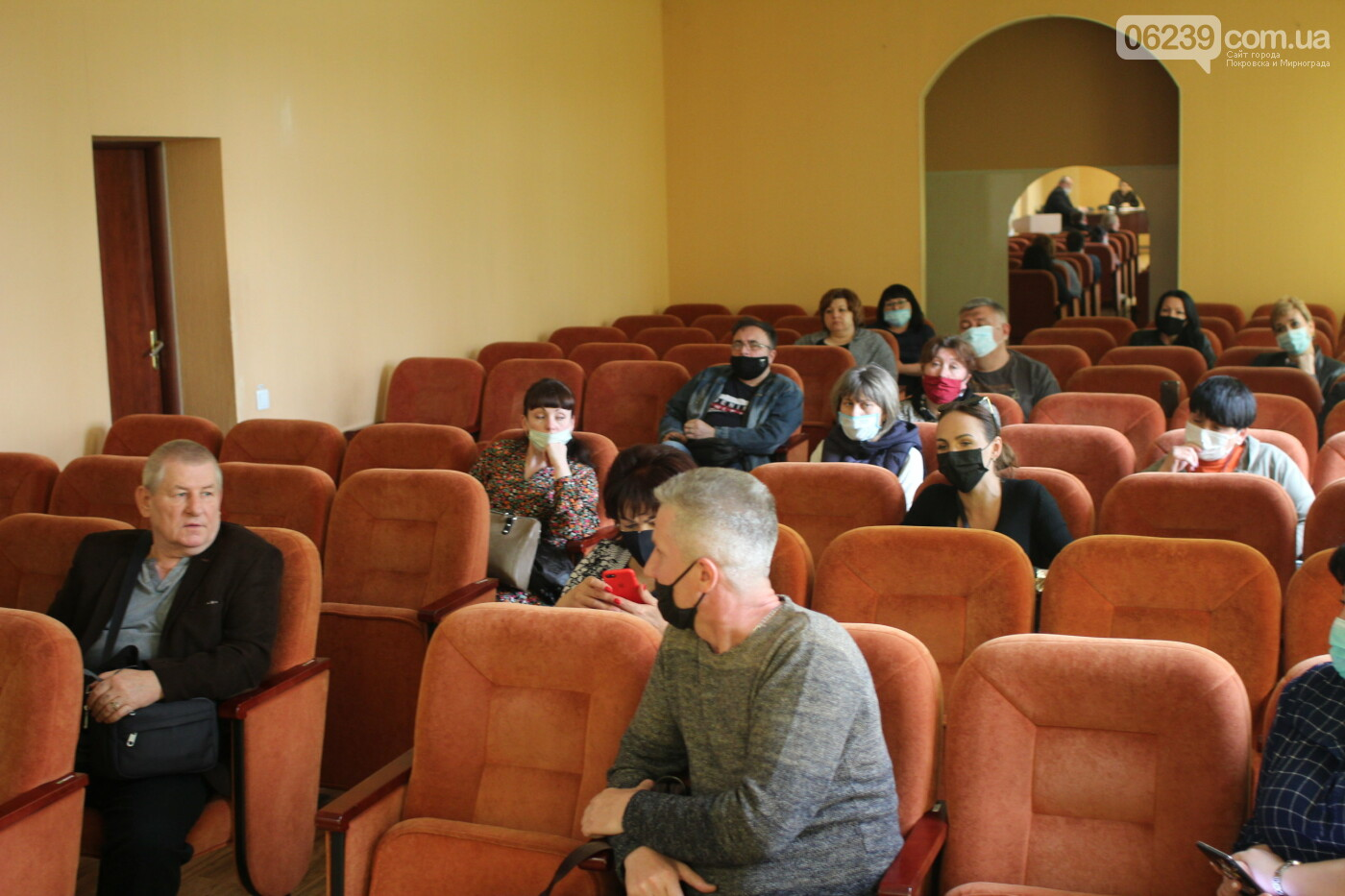В Мирнограде разрешили продажу непродовольственных товаров на рынках города в условиях карантина , фото-2