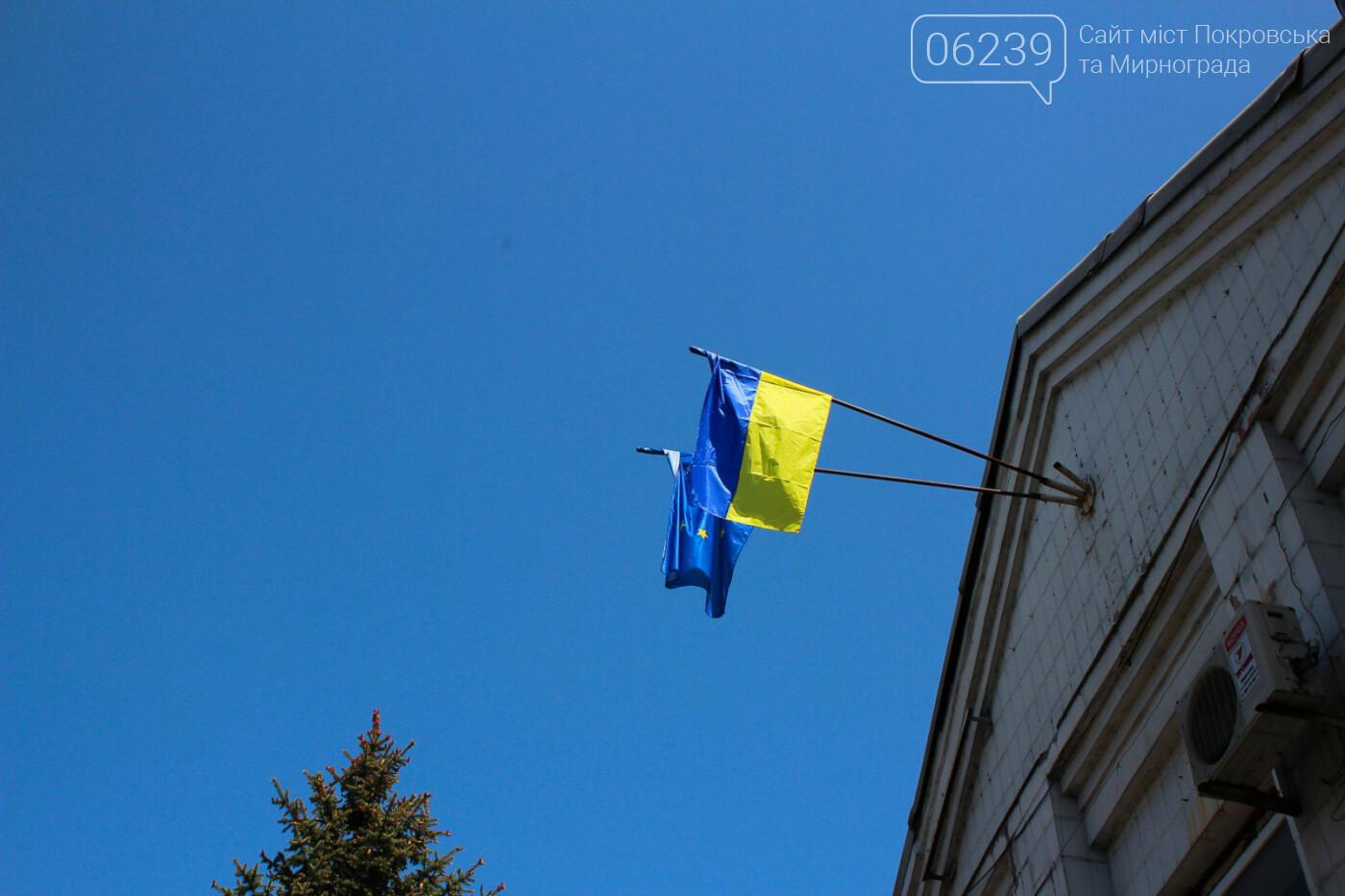 """В Мирнограде в честь """"Дня Евпропы"""" над зданием горсовета вывесили флаг Евросоюза , фото-2"""