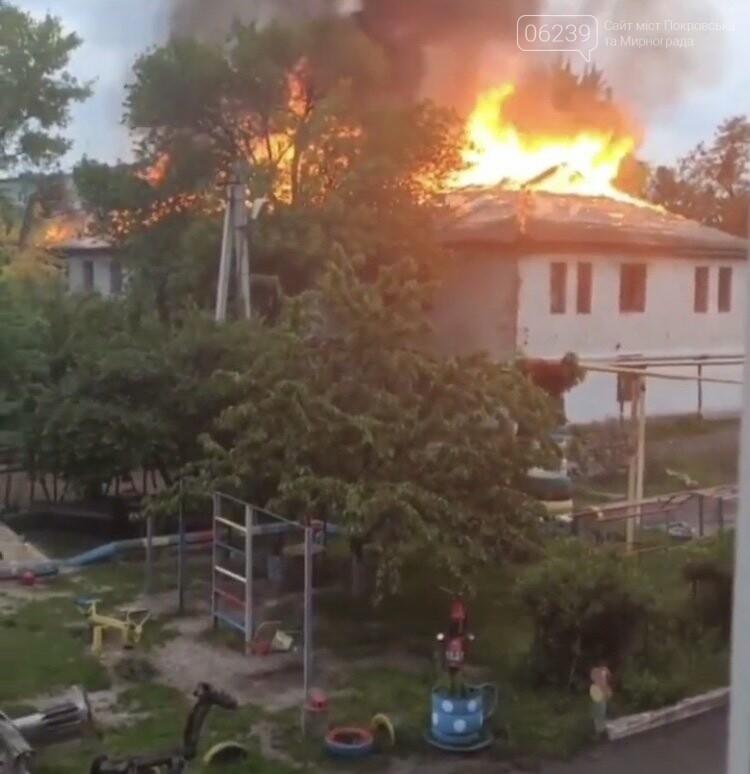 """Вчера в Мирнограде горело двухэтажное здание бывшей """"Сберкассы"""", фото-1"""