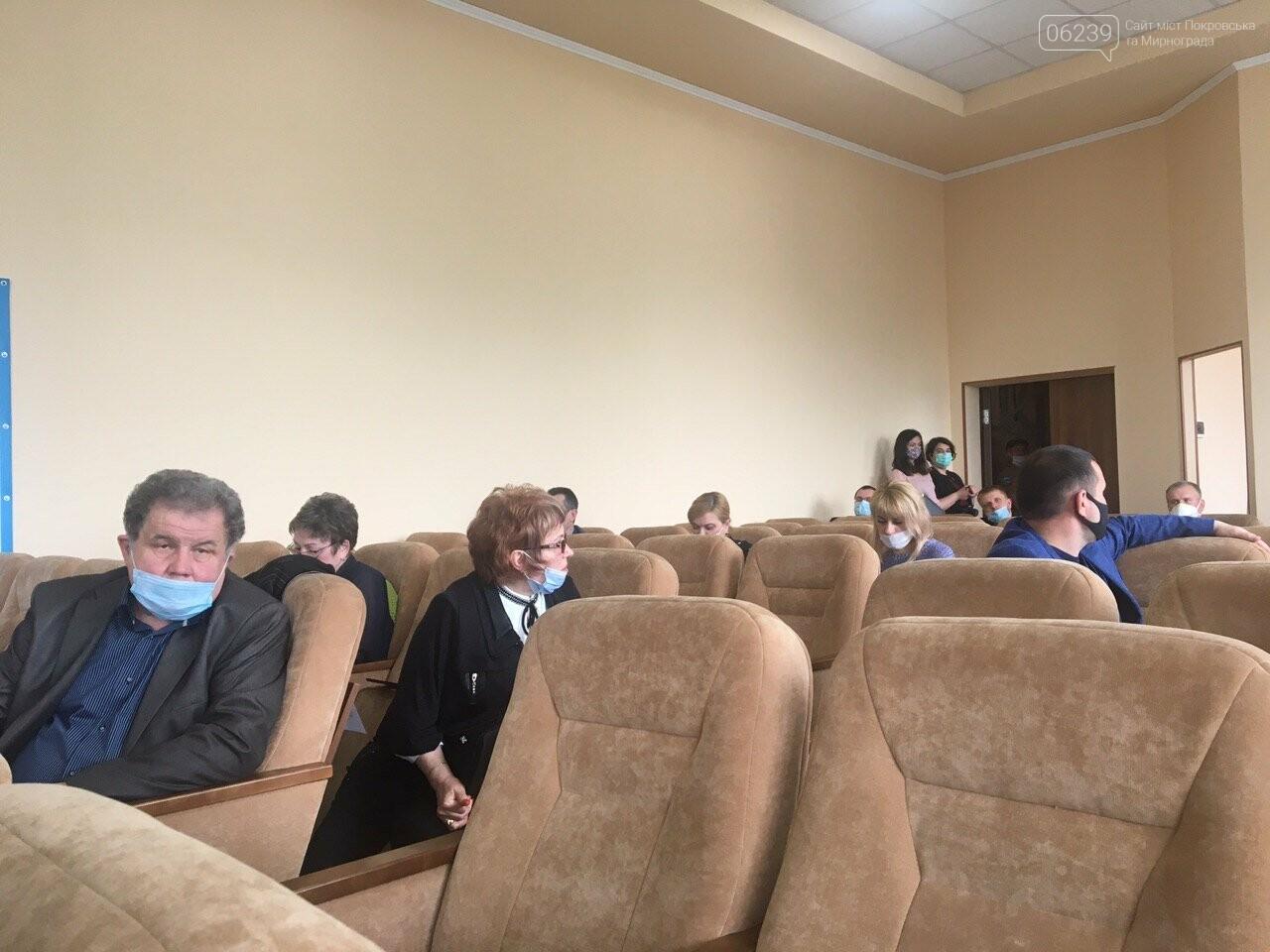 Сессия Покровского горсовета задерживается уже на полтора часа, фото-1
