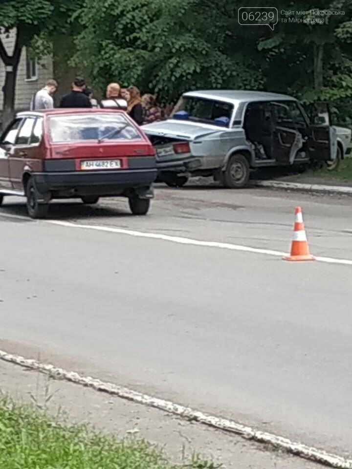В Мирнограде на главной улице города произошло двойное ДТП, фото-1