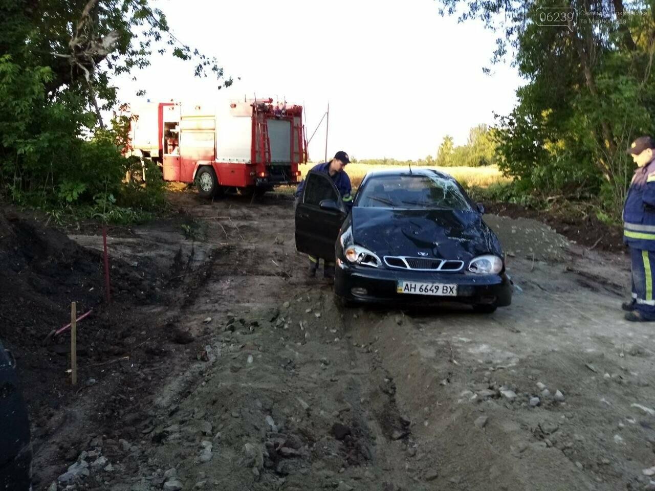 Между Покровском и Мирноградом автомобиль попал в дорожную ремонтную яму , фото-5