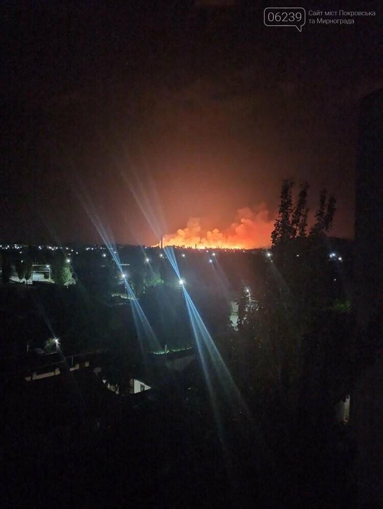 Этой ночью в Мирнограде горело поле, зарево огня видели во всех районах города , фото-4