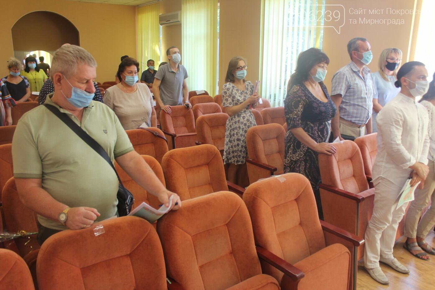 Текущие вопросы и ход выполнения нескольких городских программ: в Мирнограде прошла очередная сессия горсовета, фото-1
