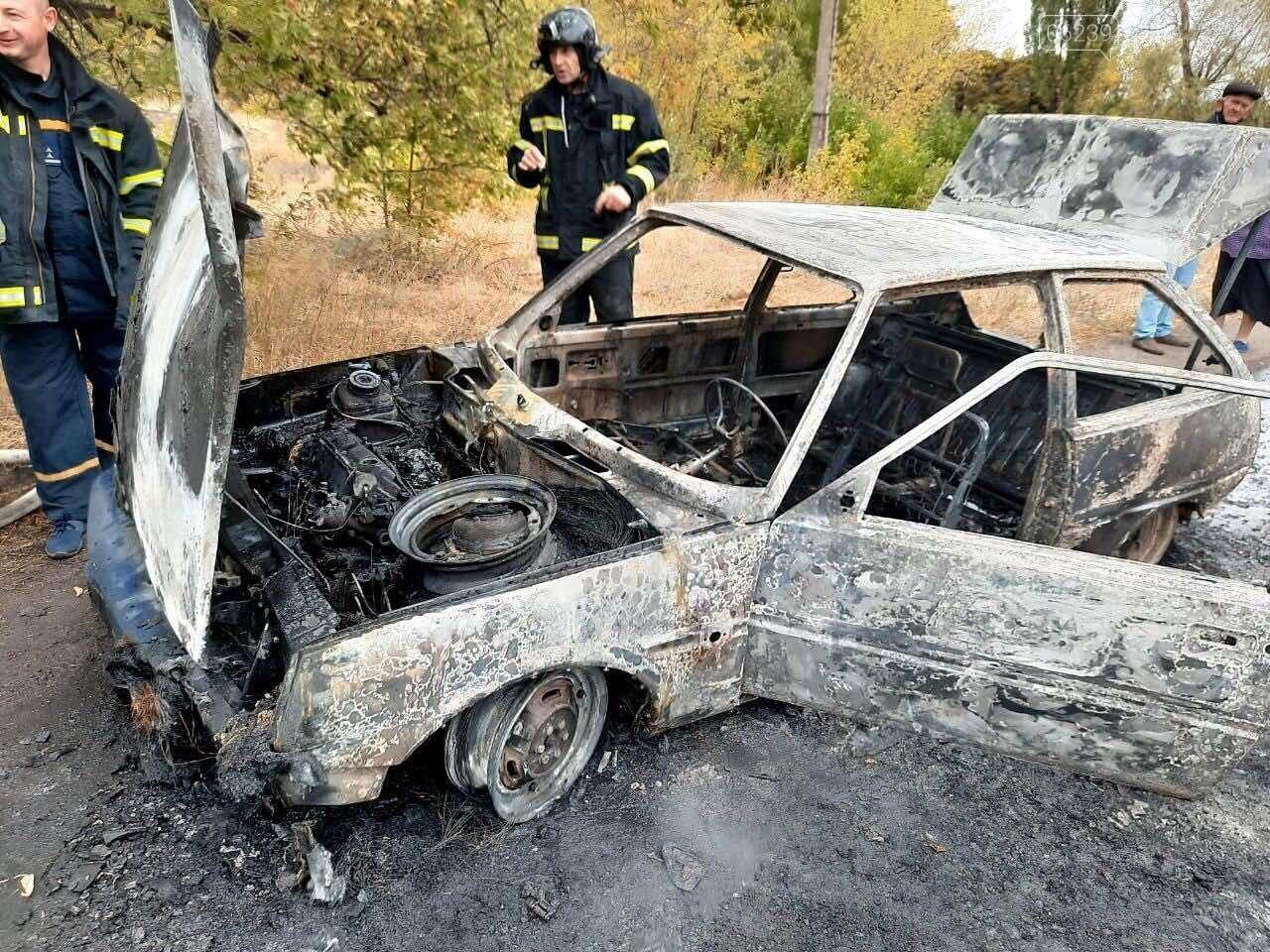 В Покровском районе во время движения загорелся автомобиль, фото-2
