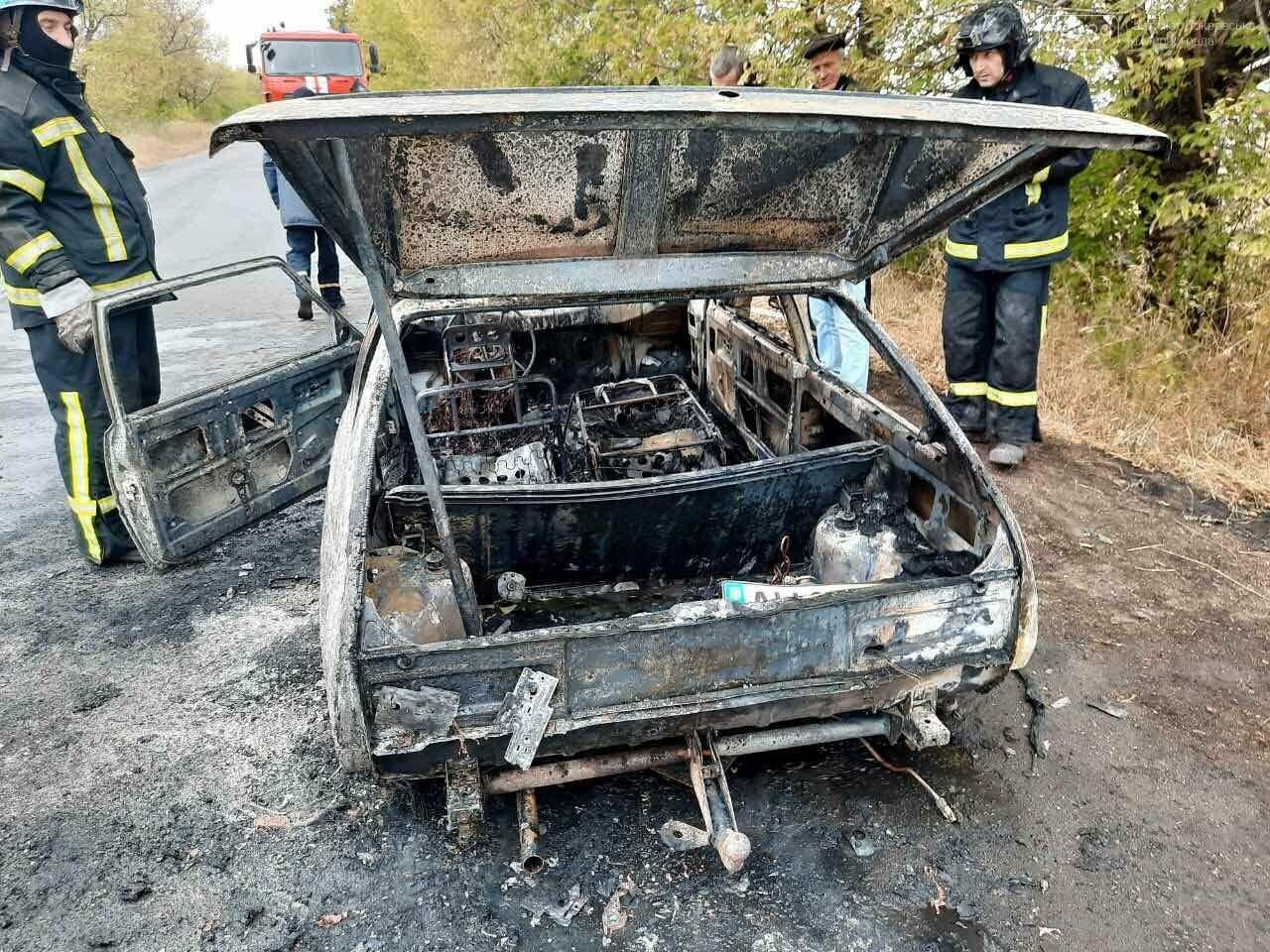 В Покровском районе во время движения загорелся автомобиль, фото-1