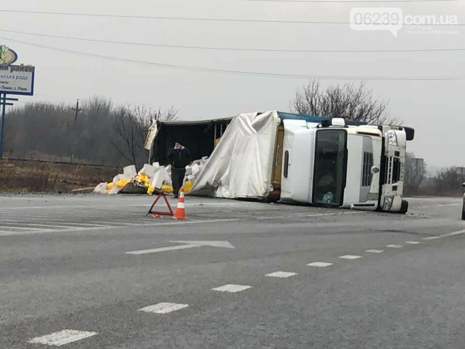 На трассе Покровск-Родинское перевернулась груженная фура (ФОТО, ВИДЕО), фото-10