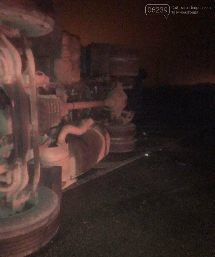 На трассе Покровск-Родинское перевернулась груженная фура (ФОТО, ВИДЕО), фото-3