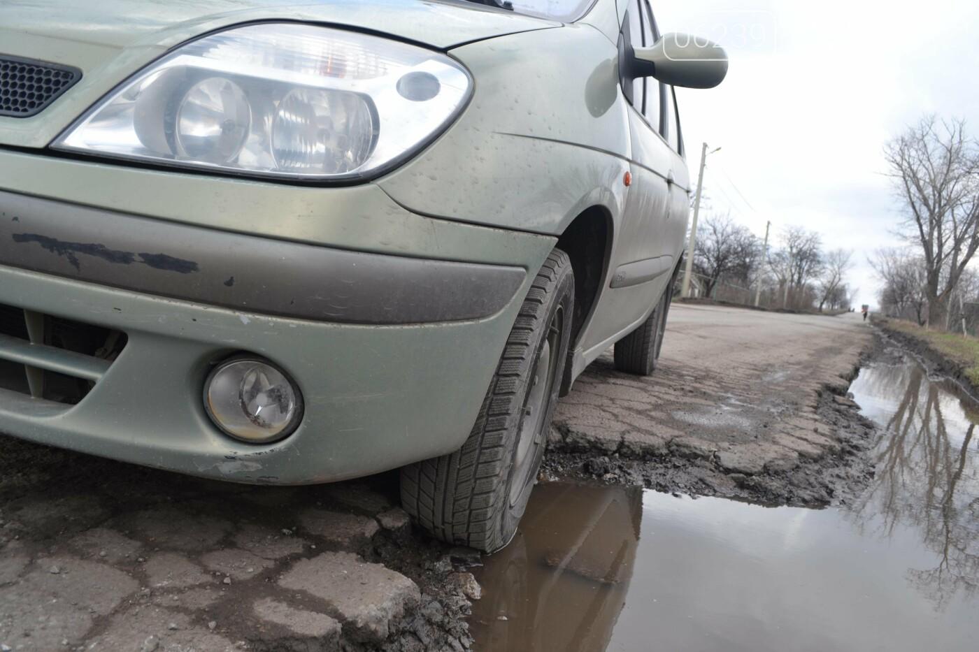 Попал в яму — сам виноват: копы составили протокол на водителя из Покровска, который, въехав в яму, повредил авто, фото-24
