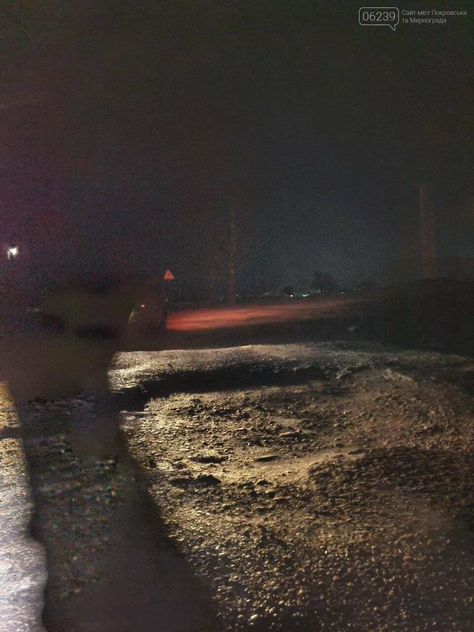 Попал в яму — сам виноват: копы составили протокол на водителя из Покровска, который, въехав в яму, повредил авто, фото-2