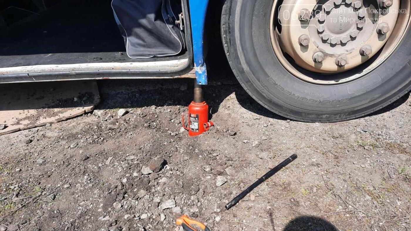Просел грунт: на Донетчине водителя насмерть придавило автобусом во время ремонта (ФОТО), фото-2