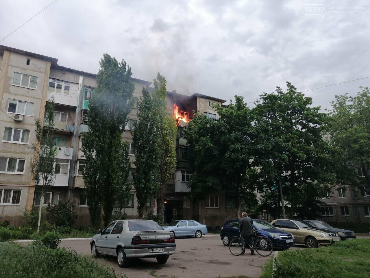Вчера в Покровске горел балкон в пятиэтажке, фото-2