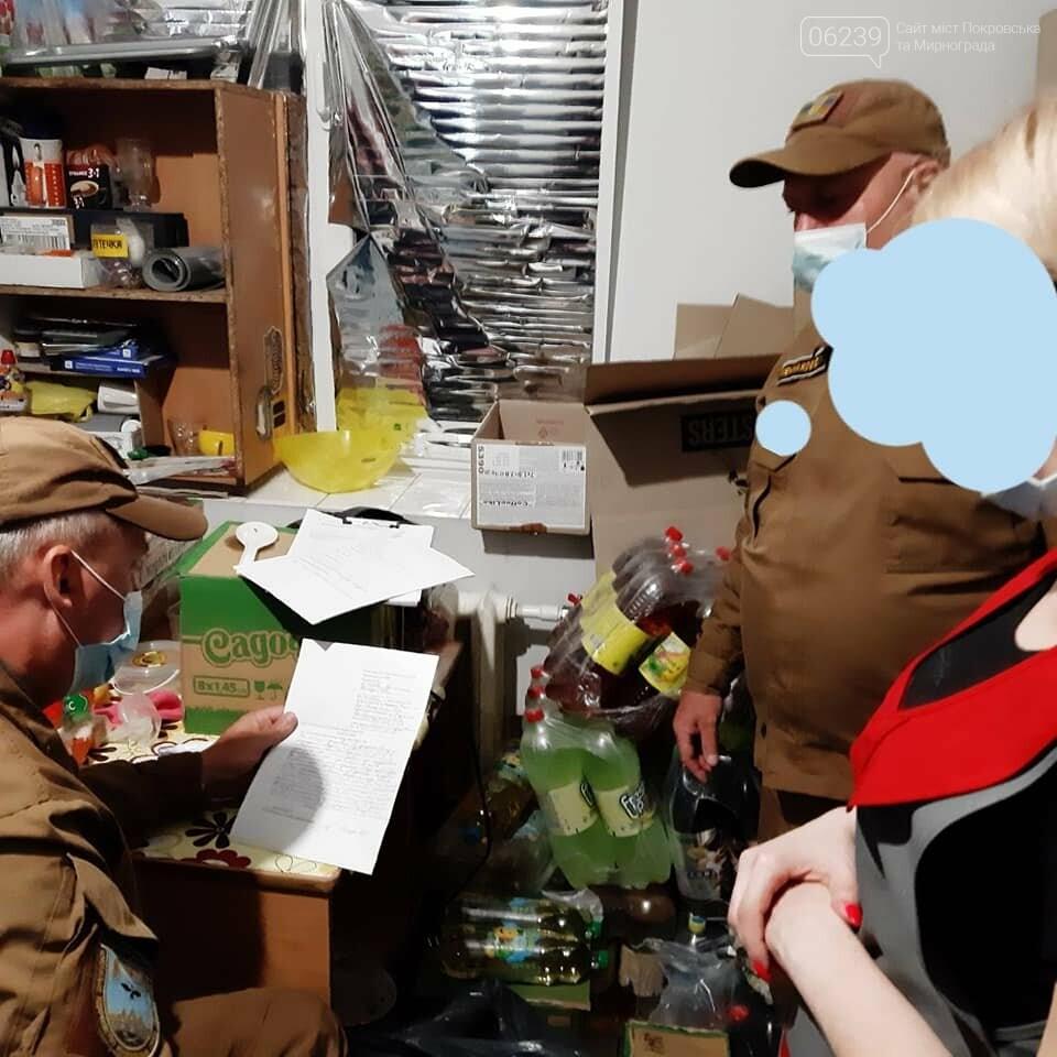 Несмотря на запрет, в одном из магазинов Родинского продают алкоголь ночью, фото-1