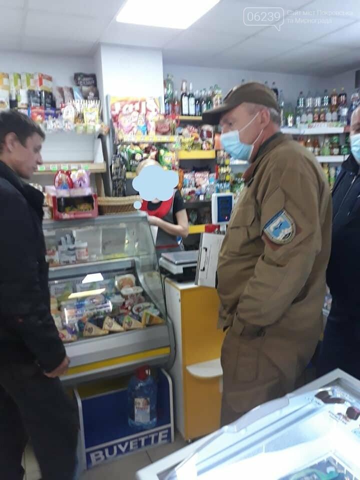 Несмотря на запрет, в одном из магазинов Родинского продают алкоголь ночью, фото-2