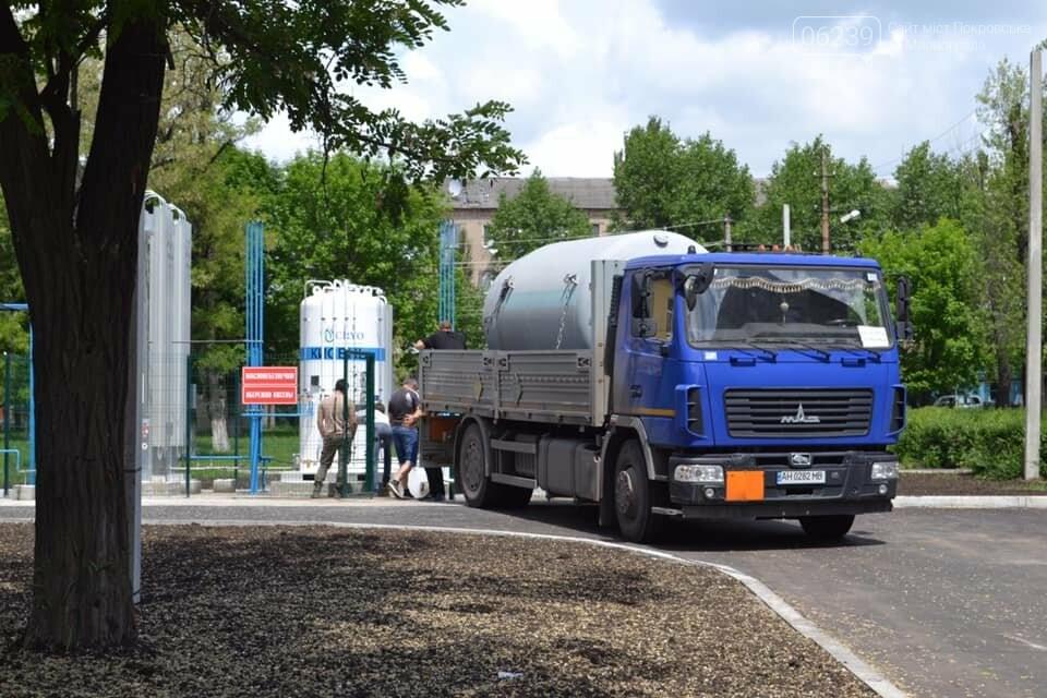 В Покровске оксигенную подстанцию заполнили первой партией жизненно необходимого газа, фото-1