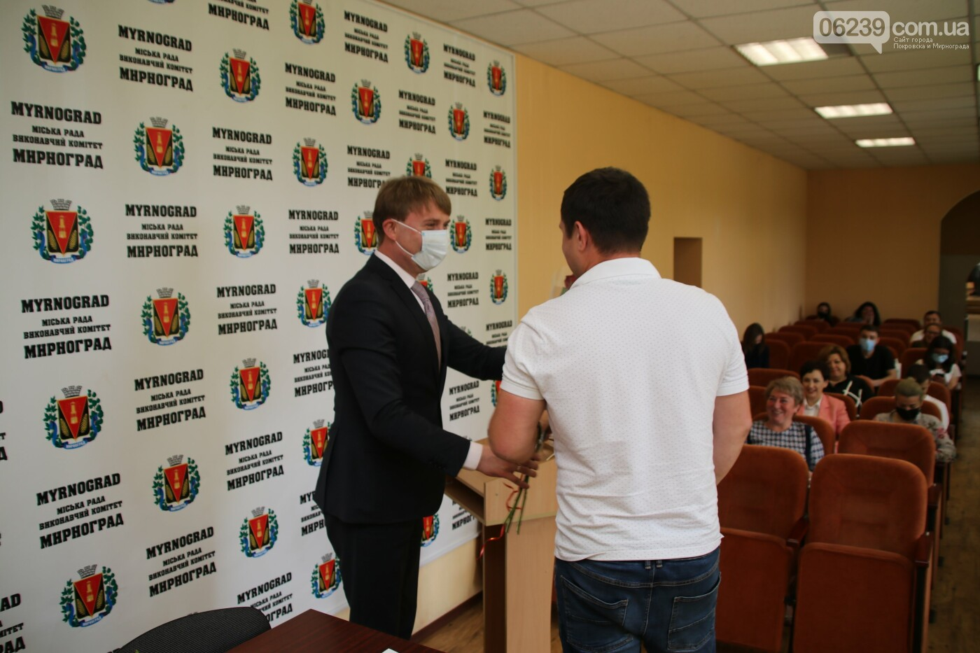 Вопросы благоустройства города и местного бюджета: в Мирнограде состоялась сессия городского совета, фото-1