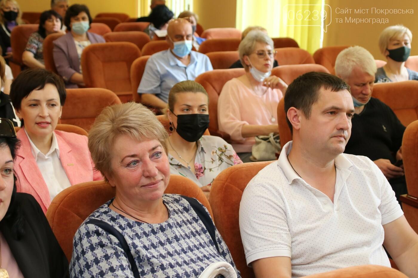 Вопросы благоустройства города и местного бюджета: в Мирнограде состоялась сессия городского совета, фото-3