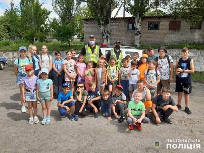 Безпека на дорозі: поліцейські нагадують школярам Правила дорожнього руху, фото-1