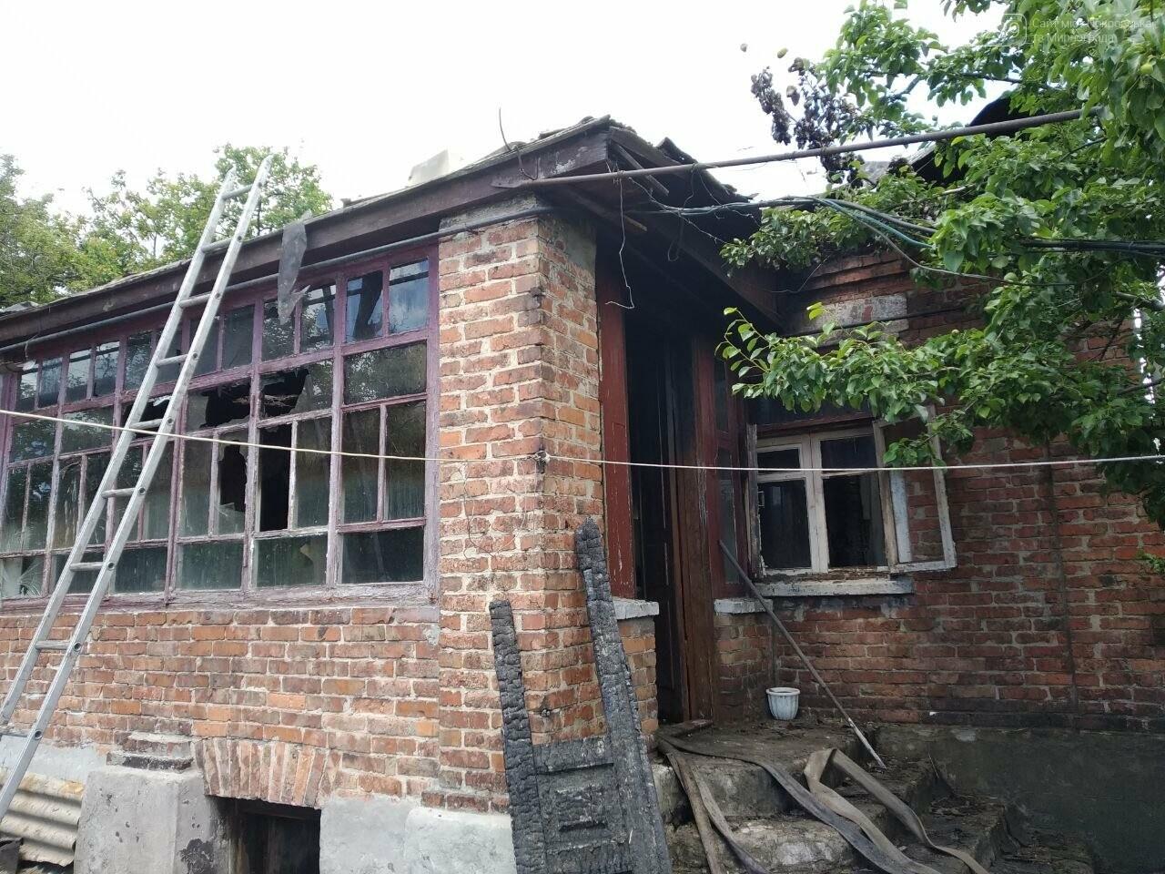 В Мирнограде горел жилой дом, фото-1