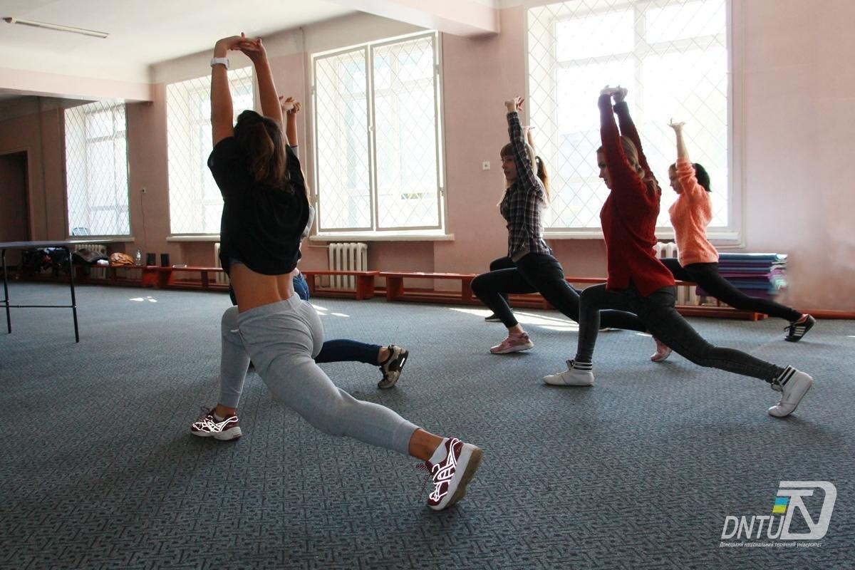 В Покровске для студенток ДонНТУ провели танцевальный мастер-класс, фото-1