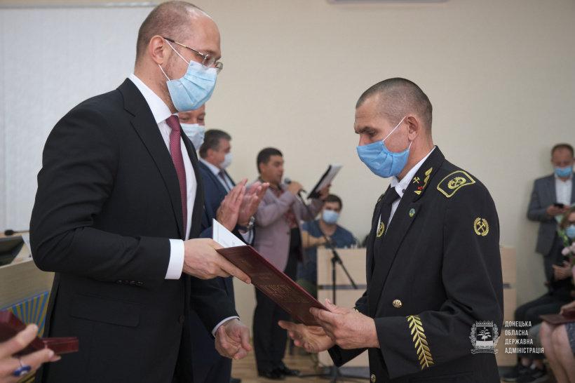 Депутат от «Слуги Народа» добился награждения 30 шахтеров к профессиональному празднику, фото-1