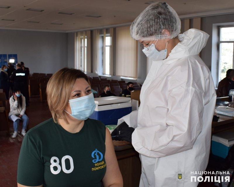 У Покровську від COVID-19 почали вакцинувати поліцейських, фото-2