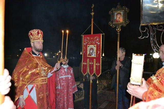 В светлый праздник Пасхи в храмах Покровска прошли праздничные богослужения, фото-1