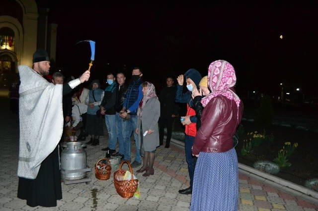 В светлый праздник Пасхи в храмах Покровска прошли праздничные богослужения, фото-3
